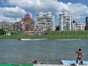 台北寬板滑水入門|蘆洲微風運河寬板滑水初體驗!價格超便宜!